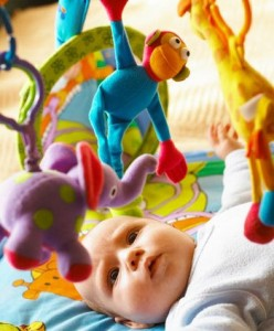 Развитие ребенка на пятом месяце жизни