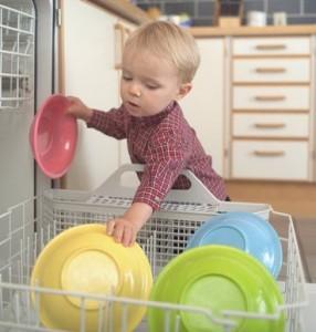 приучаем ребенка к домашним обязанностям